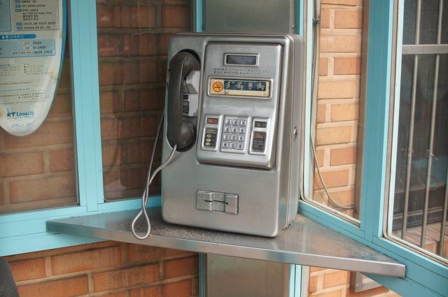 public-telephones-402805_640