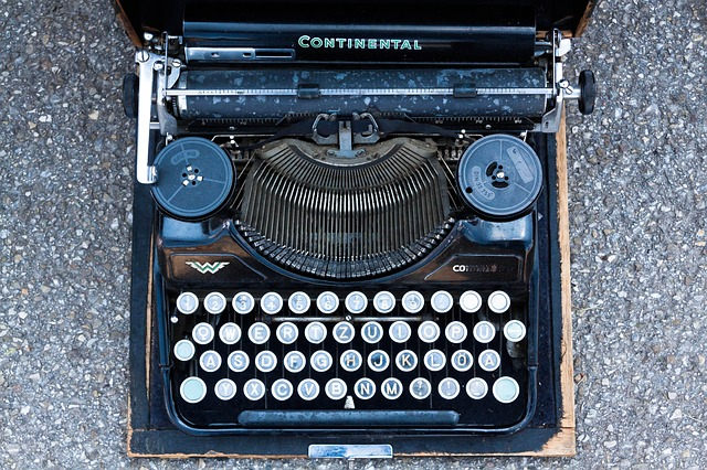 typewriter-795091_640