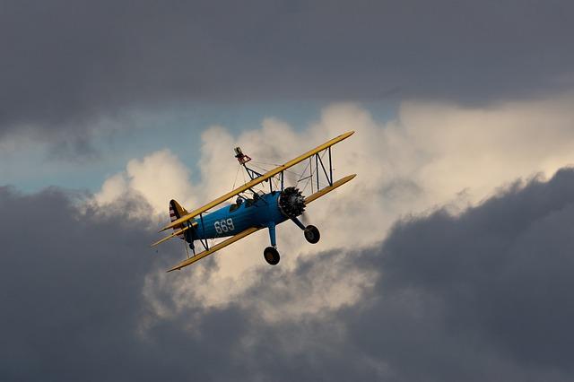 biplane-376554_640