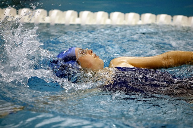 swimming-1515213_640